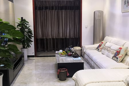 江景三居室舒适之家