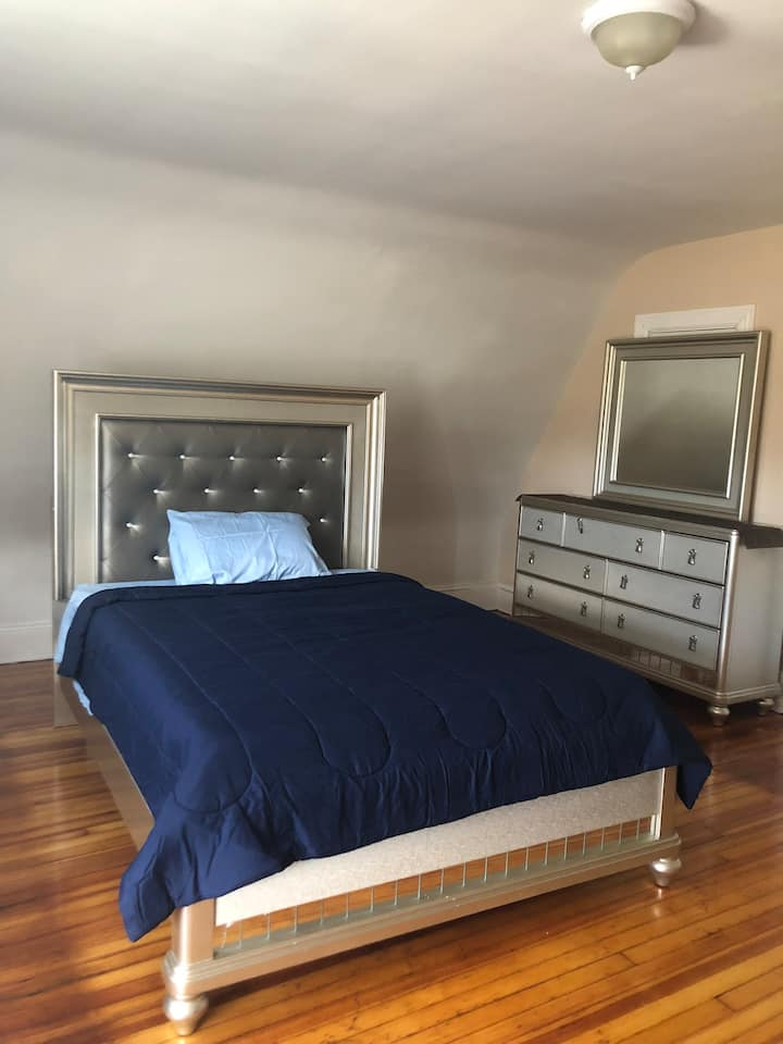 Huge room minutes from downtown