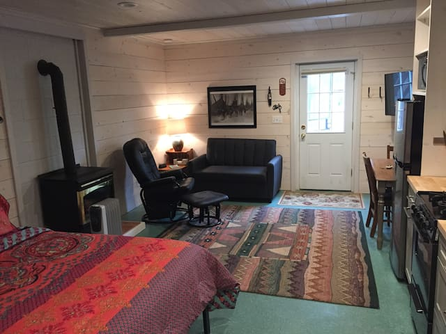 Adorable apartment in West Sedona; perfect for 2