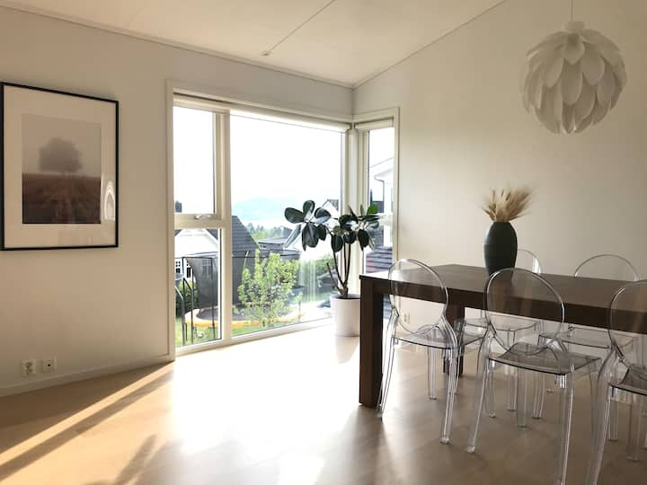 Family friendly house with great view