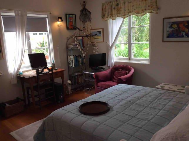 Private room near town & the beach!