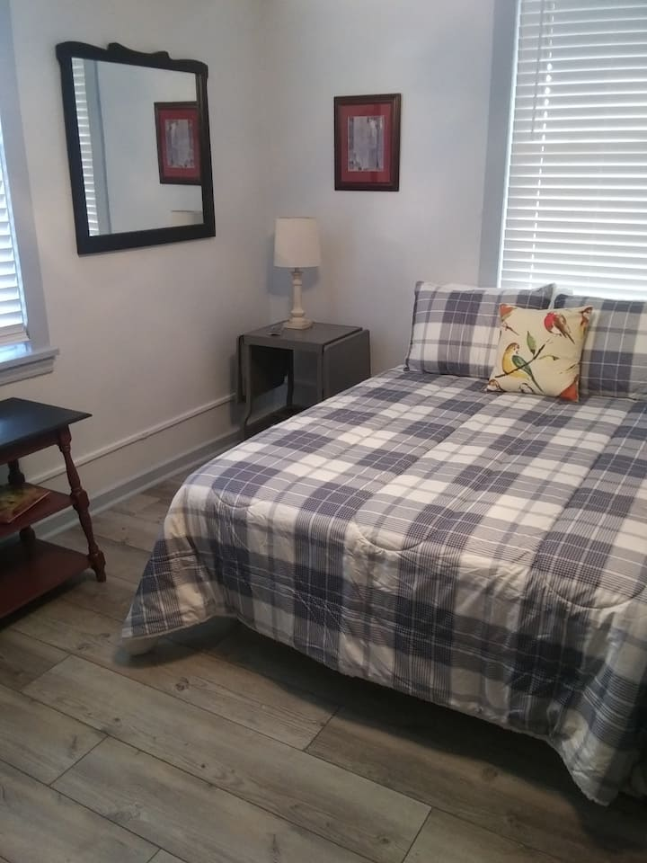 Private 2 Room Apt., Near Shell Plant & Pitt Airpt