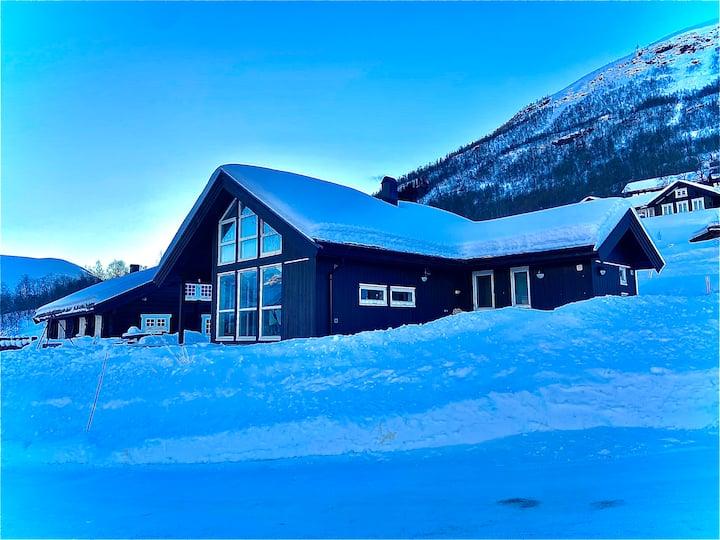 Nyere flott hytte med ski in/out på Overøye