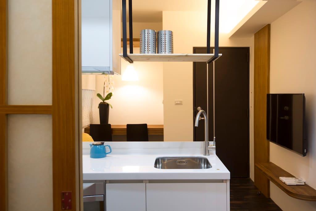 Kitchen area 全新厨房提供完善设备,器材,用具,餐具