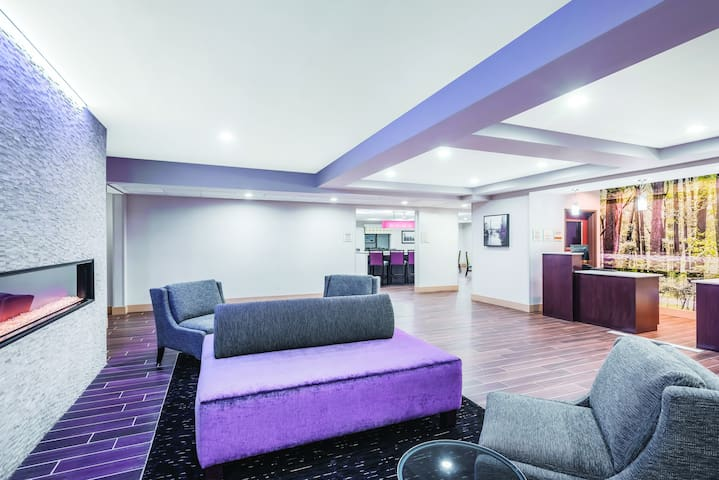 Newly Furnished Rooms. - Plainfield - Boetiekhotel