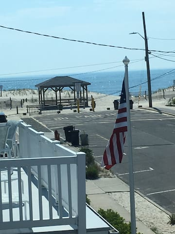 Lavallette back 2nd fl apt 3 houses from beach