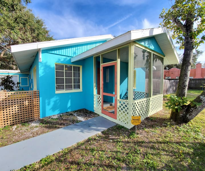 4 Bedroom, 1 bathroom Mid-Century Florida Ranch
