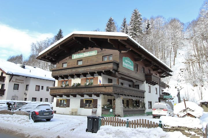 Spacious Apartment in Saalbach-Hinterglemm near Ski Area