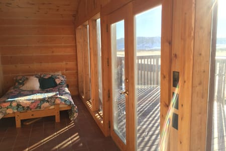 3 BR cabin in Centennial, WY