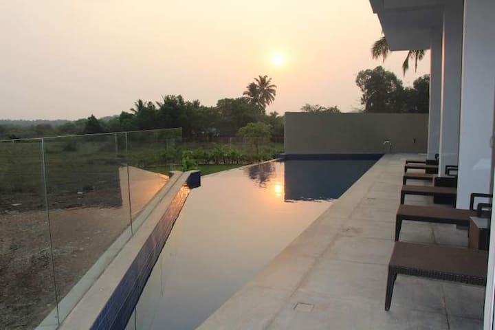 Luxurious Serviced Boutique 2BHK in Candolim, Goa