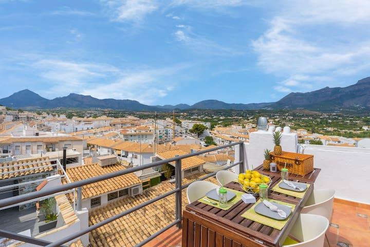 City center home w/ amazing views & terrace - right near beaches, dogs OK!