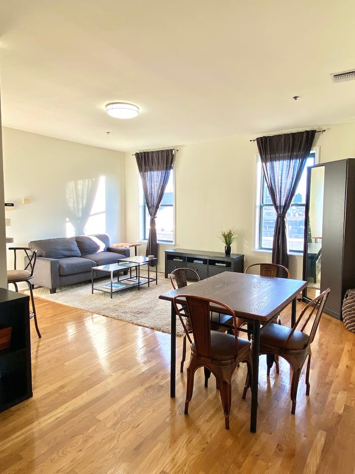 2 bed/2 Bath with Gorgeous View from Balcony