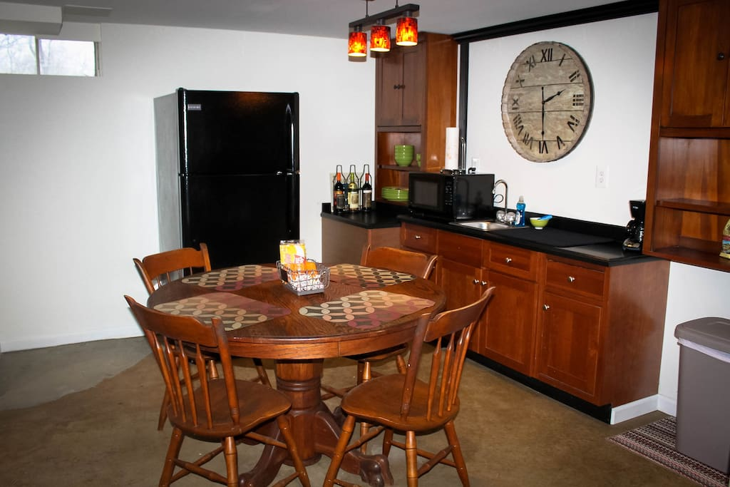 Nice kitchenette with complimentary coffee, beverages, water and snacks.