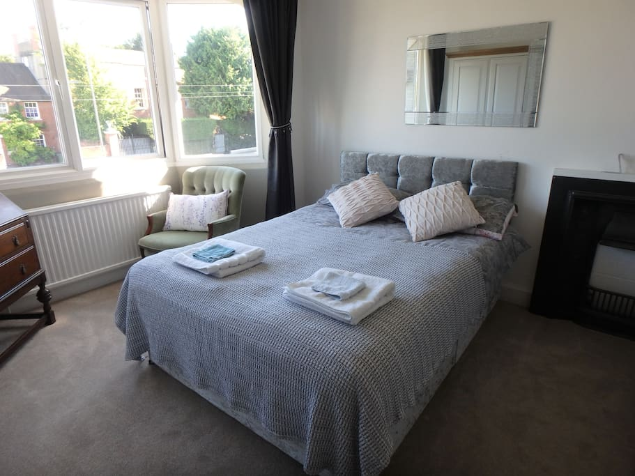 Room To Rent For Couples In Epsom