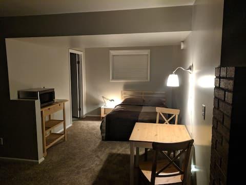 Cozy and quiet studio on lower level split.