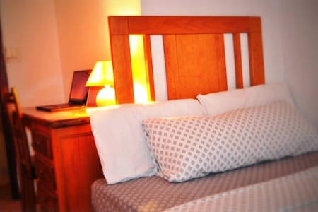 Experienced host: New room with patio, central - Flat