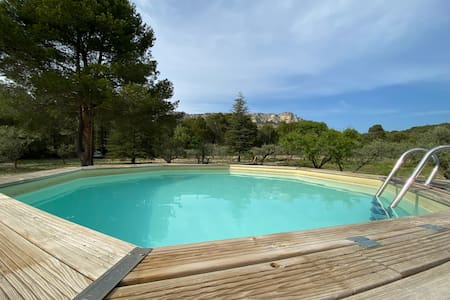 Luberon: villa with pool, large garden, very calm