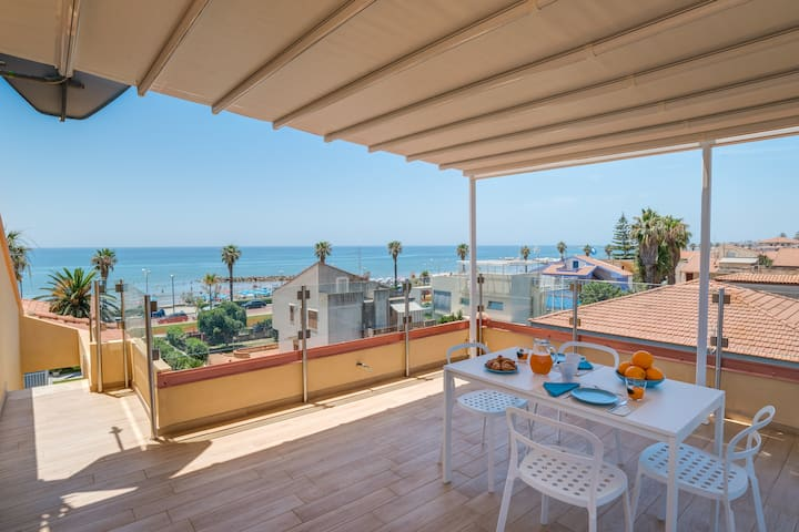 Marte, apartment with a view near the beach