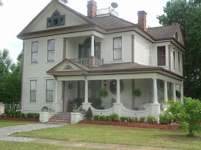 Heart of Downtown Ruston Historic Mansion