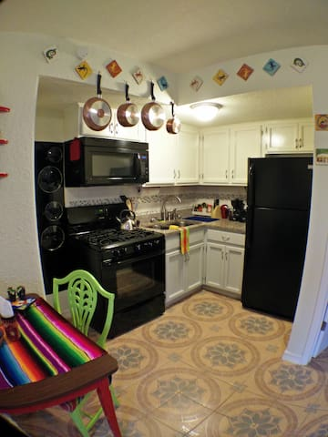 Lovett Apartments Southtown APT 4. - San Antonio - Apartment