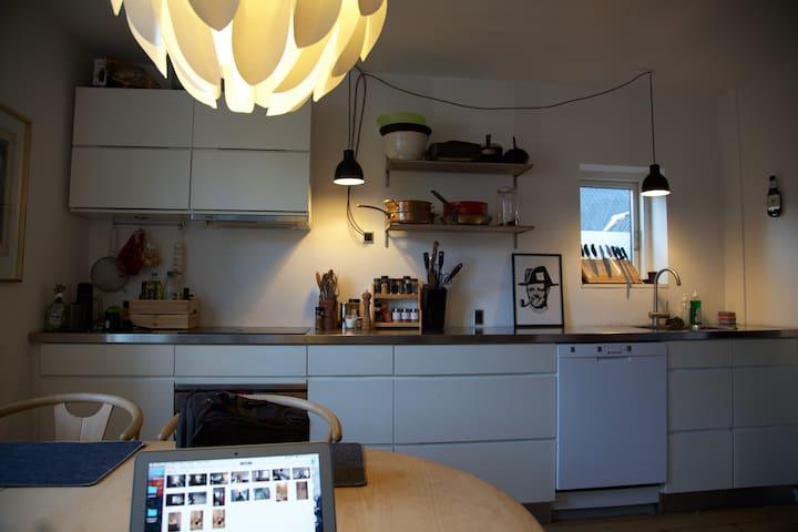 Quiet and spacious appartment in central Aarhus - Aarhus - Apartemen