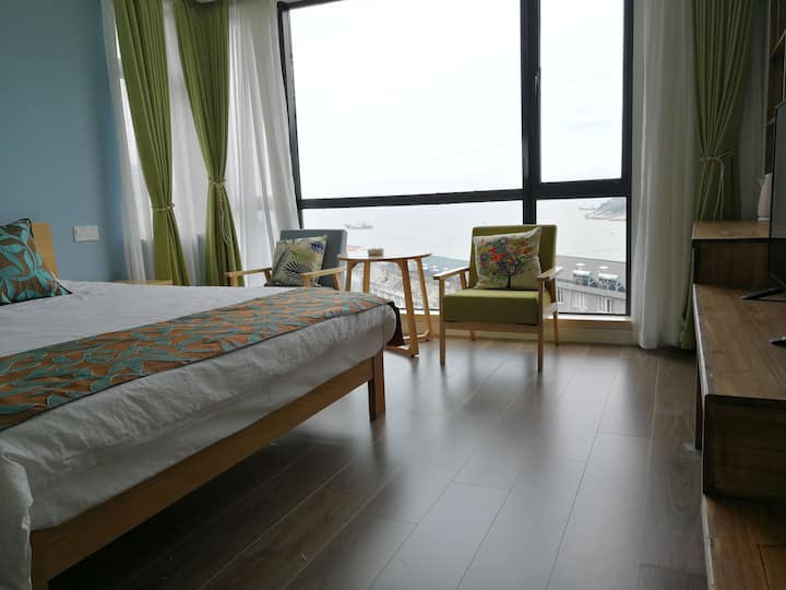 依山傍海近沙滩海景房(3楼海景大床房)
