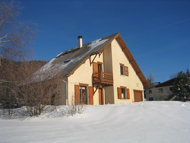 Cosy 2 br, 65 M2 with terrace - Autrans - House