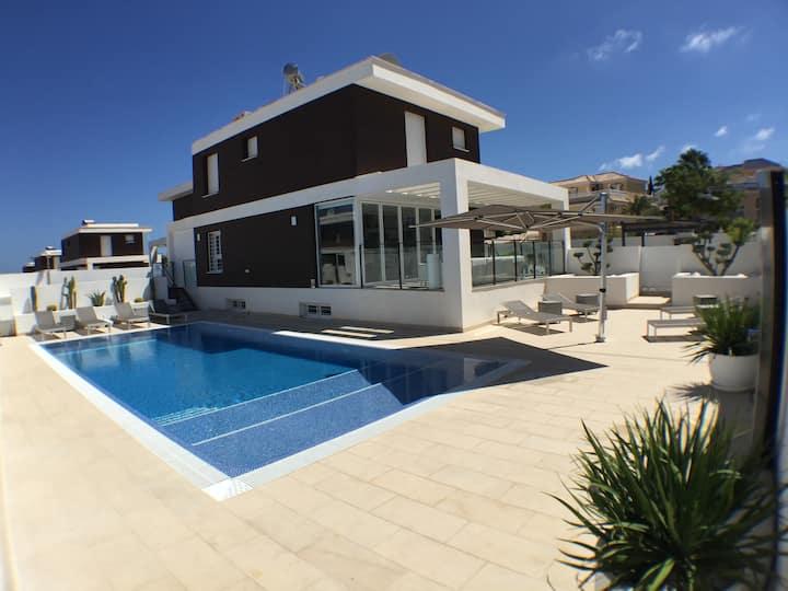 Villa Alicante prive pool at beach