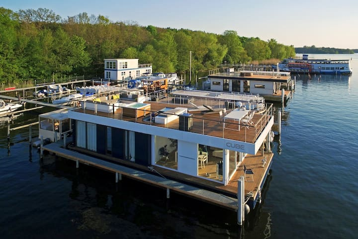 Hausboot in der grünen Lunge Berlins