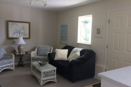 Large, bright 2 BR family and dog friendly suite - Powell River - Haus