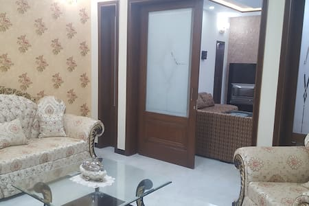 Luxury 10M House in Bahria Town, Lahore.