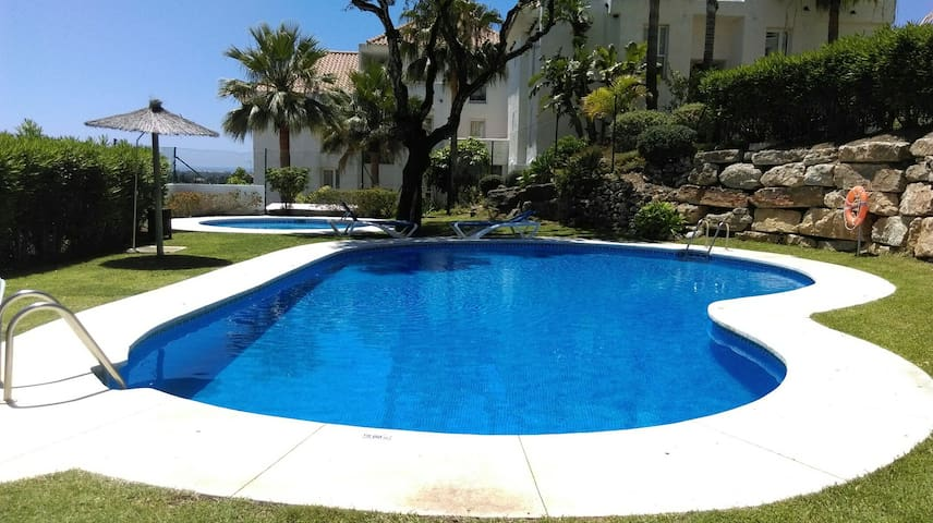 Cozy place with WiFi + pool + parking - Estepona - Flat