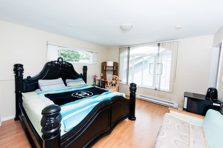 Luxury Huge king size bed with Beautiful view from the bedroom huge bed, windows and everything you need