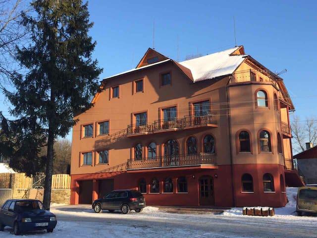 Franc mini-hotel - Ясіня - บ้าน