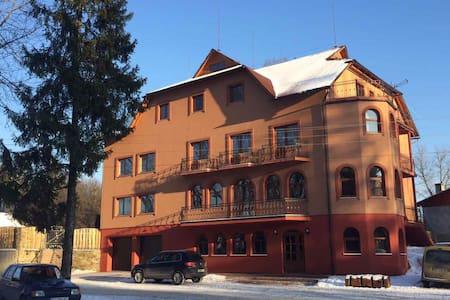 Franc mini-hotel - Ясіня - Casa