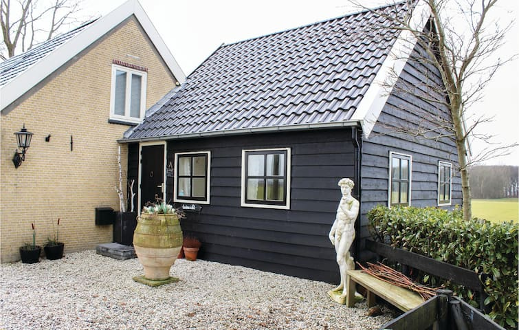 Holiday cottage with 2 bedrooms on 30 m² in Zuid-Beijerland