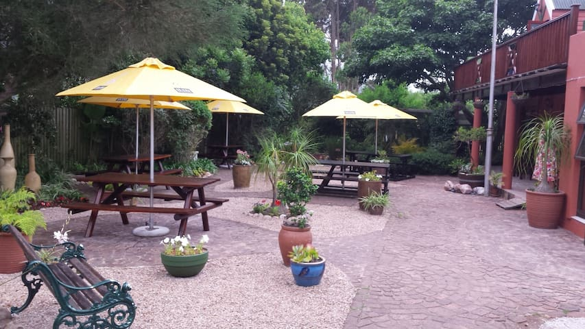 Tiffany's B&B Tea Garden & Pub - Sedgefield - Bed & Breakfast