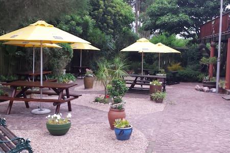 Tiffany's B&B Tea Garden & Pub - Sedgefield - Bed & Breakfast