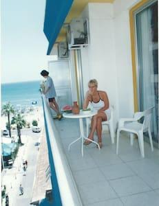 PALM SEA Beach Holiday Apts - Ларнака