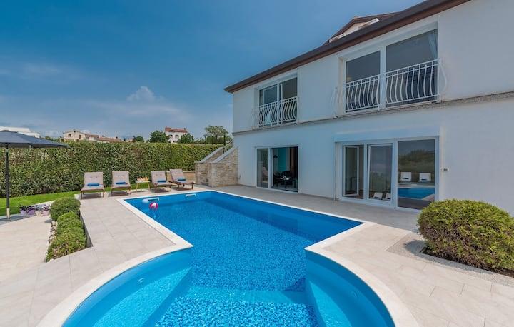 Luxury Villa Lavanda with Pool, Sauna and Entertainment Room