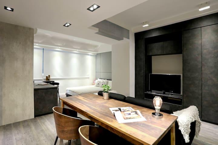 Luxury Studio Apartment Near Causeway Bay [4]