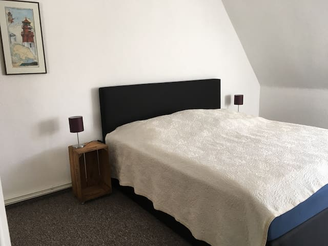 Modernes Doppelzimmer in wenig genutzter Wohnung