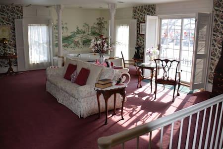 the Magnolia Suite - Sturgeon Bay