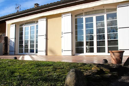 Spacious guesthouse near Lyon - Chuzelles - Apartment