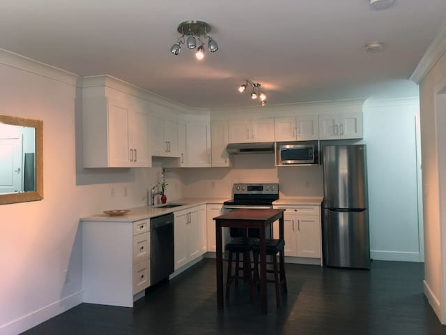 NEW Suite, Clean & Cozy Private Suite - Near SFU - Burnaby