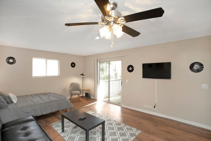 Flat close to Dtown/Airport!POOL+PARKING!