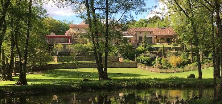 Gite dans magnifique parc avec piscine et  SPA