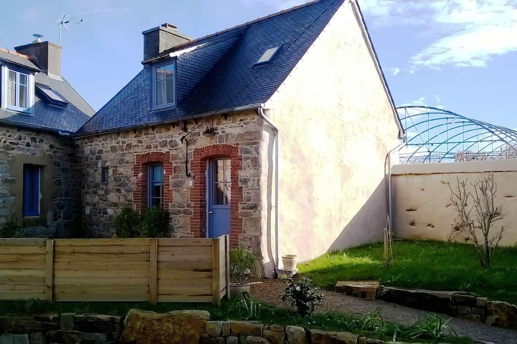 Maisonnette pour amoureux maisons louer pleumeur gautier bretagne france - Les maisons gautier ...