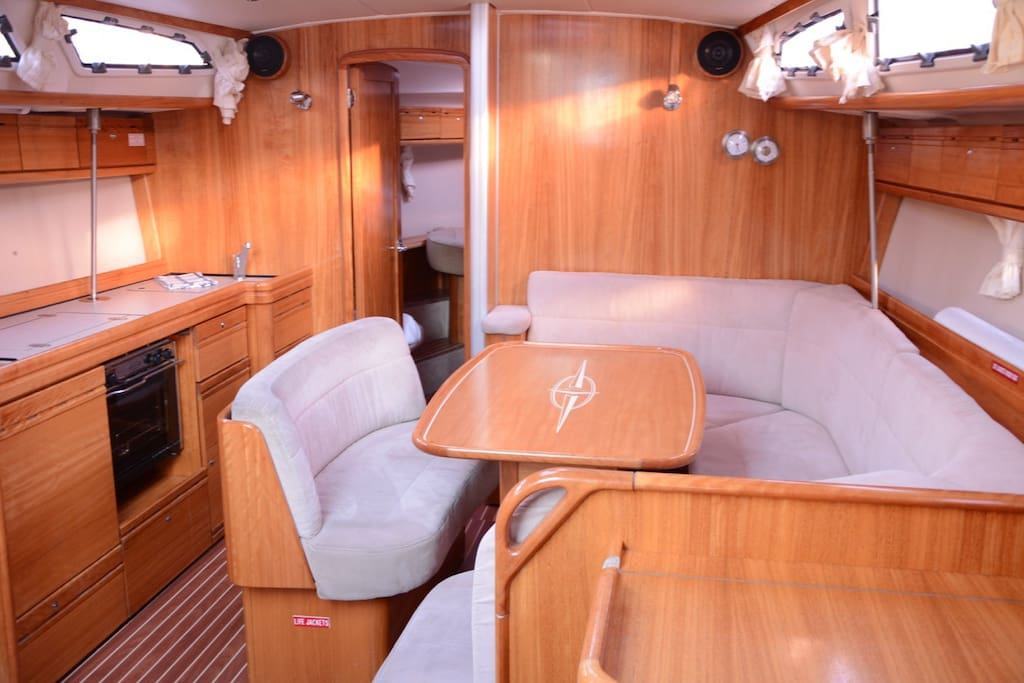 The saloon is spacious and modern, and the perfect place formatting, drinking and talking or watching movies
