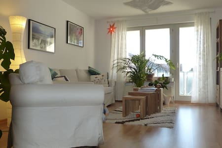 Nice flat +parking,direct bus&train to Stuttgart - Leonberg